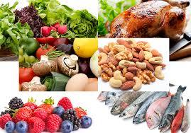 از غذاهای با چربی بالا اجتناب کنید و در عوض روی انتخاب انواع میوهها، سبزیجات و غلات سبوس دار تمرکز کنید