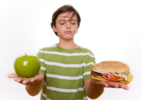برای آنکه رژیم غذایی به طور کلی سالمتر شود، بیشتر غذاهای گیاهی مانند میوهها، سبزیجات و کربوهیدرات غلات بخورید