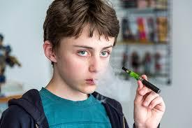 استفاده از سیگارهای الکترونیکی یا ای سیگارت، در سال گذشته، در میان دانش آموزان دبیرستانی  ۳ برابر شده است.