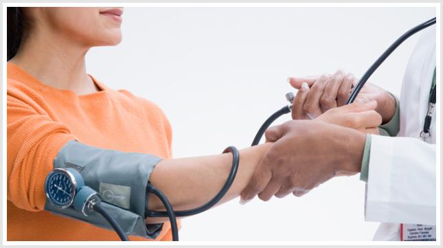 یک روش مهم برای پی بردن به اثربخشی درمان فشار خون و یا تشخیص بدتر شدن فشار خون بالا این است که نظارت بر فشار خون در خانه است