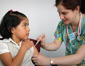 مرکز کنترل و پیشگیری بیماری ها در آمریکا، سی دی سی، روز دوشنبه اعلام کرد؛ تزریق واکسن پاپیلومای انسانی یا شیوع عفونت با سویه های خطرناک این ویروس را بیش از ۶۵ درصد در دختران نوجوان آمریکایی، کاهش داده است.