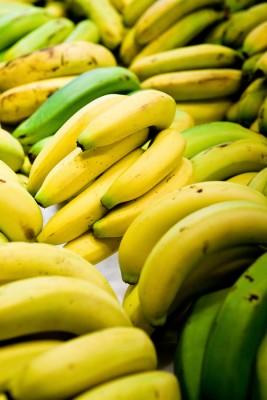 پتاسیم به میزان فراوان در برخی میوه ها مانند موز یافت می شود