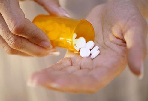 این داروها به تدریج علائم پرکاری تیروئید را با جلوگیری از تولید مقادیر بیش از حد هورمون غده تیروئید کاهش میدهند.