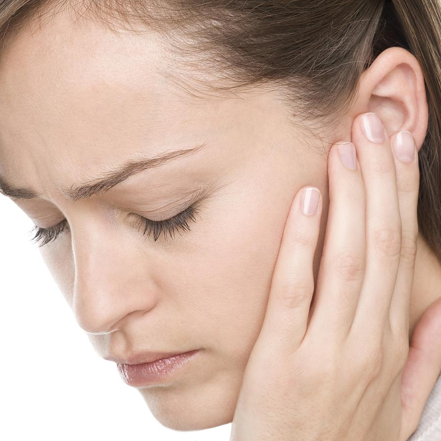 عفونت گوش به خاطر التهاب و تجمع مایعات در گوش میانی اغلب دردناک است.