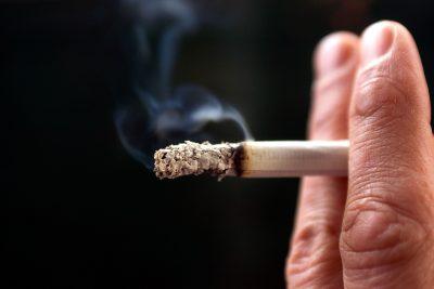 کشیدن سیگار ، برگ یا پیپ ممکن است خطر ابتلا به سرطان مثانه را با انباشت مواد شیمیایی مضر در ادرار افزایش دهد