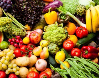 رژیم غذایی غنی از انواع میوهها و سبزیجات رنگی را انتخاب کنید. آنتیاکسیدانهای موجود در میوهها و سبزیجات ممکن است به کاهش خطر ابتلا به سرطان کمک کند