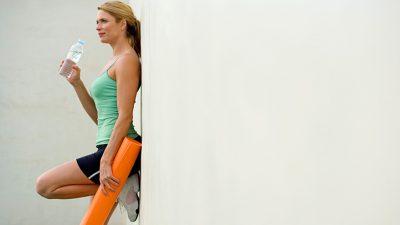 حتی ورزش ملایم میتواند به کاهش استرس، از بین بردن افسردگی و عملکرد عادی روده کمک کند. در مورد برنامه ورزشی مناسب با دکتر گفتگو کنید