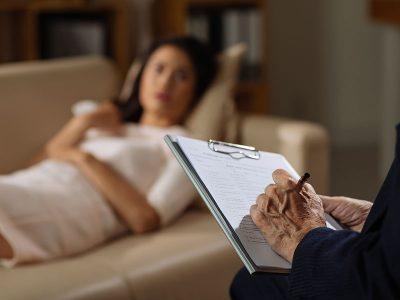 رواندرمانی یک اصطلاح کلی برای درمان افسردگی از طریق گفتگو در مورد وضعیت بالینی خود و مسائل مرتبط با ارائهدهنده سلامت روان است. رواندرمانی همچنین بنام گفتاردرمانی و یا درمان روانشناختی خوانده میشود