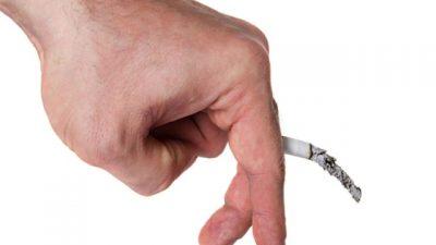 مصرف توتون و تنباکو، که جریان خون به درون رگ و شریان را محدود میکنند، به مرور زمان موجب بروز شرایط بهداشتی مزمن میشوند که در نهایت منجر به اختلال نعوظ خواهد شد