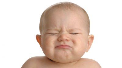 موهای کودک را روزی یکبار با شامپوی ملایم بشویید. تکههای پوسته را یا شانه دانهنرم شل کنید و بعد همراه با شامپو آب بکشید