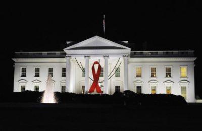 """در بیانیه روز یکشنبه که توسط کاخ سفید متشر شد، آمده است که: """" داستان اپیدمی ایدز در ۳۵ سال گذشته، از ترس، عدم اطمینان و از دست رفتن قربانیان، به مقاومت، نوآوری، نجات جان ملیون ها نفر و امید به پایان تراژدی رسید."""""""