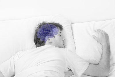 پژوهشگران در آزمایشات خود دریافتند که حداکثر فعالیت سیستم گلیمفاتیک یا سیستم تصفیه مغز در زمان خواب انجام میگیرد. به طور مثال میزان دفع پروتیین «آمیلویید» که احتمالا باعث بیماری آلزایمر می شود، در خواب دو برابر بیداری است. اخیرا در یک آزمایش نشان داده شده موشهایی که از خواب محروم میشوند، میزان پروتیین «آمیلویید» در مغزشان افزایش می یابد. یافت سیستم تصفیه کننده مغز«سیستم گلیمفاتیک» راهی جدید برای بررسی بیماریهای زوال مغز مثل آلزایمر و پارکینسون گشوده است . هم اکنون شرکتهای دارویی در پی یافتن داروهایی هستند که باعث بهبود این سیستم شوند اما تا آن هنگام ، بهترین راه بهبود عملکرد این سیستم، خواب عمیق و کافی است!