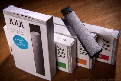به گزارش رویترز، در این مرحله از تحقیقات، هنوز هیچ یک از مارک ها یا برندهای خاص سیگار الکترونیکی، در مظان اتهام نیستند و شرکت ژول که از بزرگترین کمپانی های تولید ای-سیگارت است، به این خبرگزاری گفته است که در پایش اپیدمی به صورت فعال مشارکت می کند و پژوهش مستقلی را نیز در دست اجرا دارد.